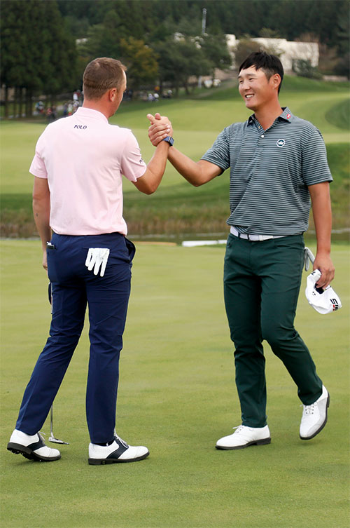 Justin Thomas and Danny Lee (R) at the CJ Open @ Nine Bridges in South Korea